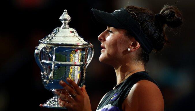 Andresku ar sensacionālu uzvaru sarūpē Kanādai pirmo 'Grand Slam' titulu