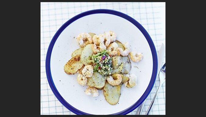 Jaunie kartupeļi ar garnelēm un pikantajiem salātiem