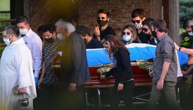 Кремацию Марадоны отложили из-за тестов на отцовство