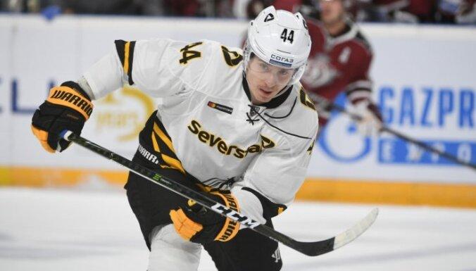 Latvijas hokejisti KHL spēlēs paliek bez rezultativitātes punktiem