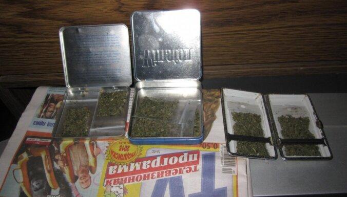 Полиция задержала подозреваемых в реализации наркотиков