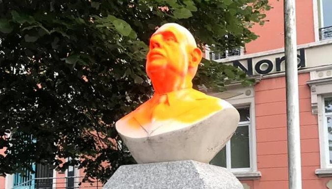 ФОТО: Во Франции осквернили памятник Шарлю де Голлю