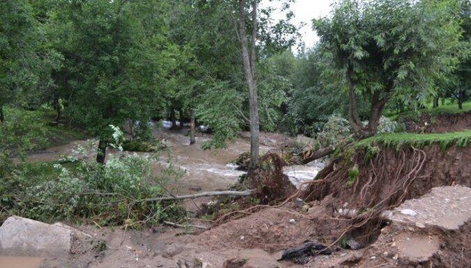 Fotoreportāža: Plūdu sekas Saldū