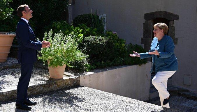 Меркель и Макрон выразили готовность помочь Навальному