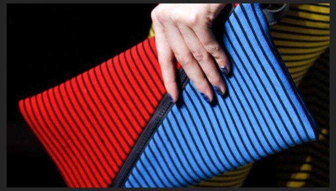 Модные клатчи: странные формы и яркие цвета