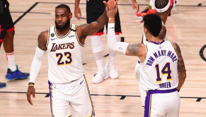 'Lakers' pēc desmit gadu pārtraukuma sasniedz Rietumu konferences finālu