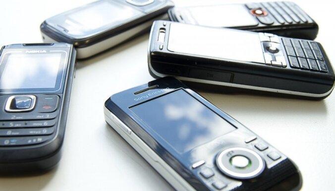Cietuma uzraugam par mobilo telefonu nodošanas mēģinājumu - 200 stundu piespiedu darba
