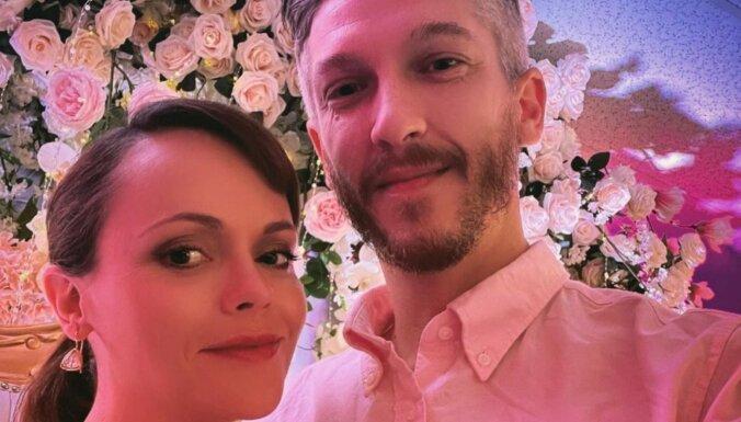 Aktrise Kristīna Riči kļuvusi par slavenību friziera sievu
