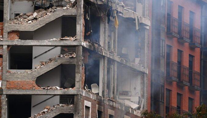 Madrides centrā uzsprāgst un daļēji sabrūk ēka