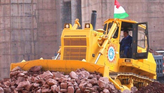 Foto: Kā tadžiku prezidents uz mūžu atsāka pasaules augstākā dambja būvi