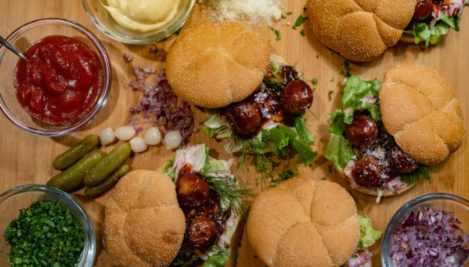 Burgeri ar vistas gaļas bumbiņām Naura Brikmaņa gaumē