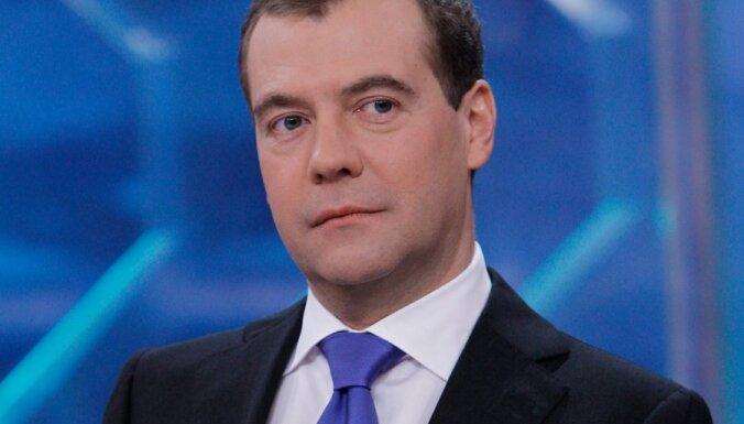Интервью Медведева задержали в эфире по неизвестной причине