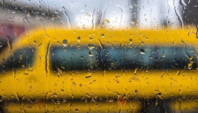 Pirmdien un otrdien gaidāms ilgstošs un stiprs lietus