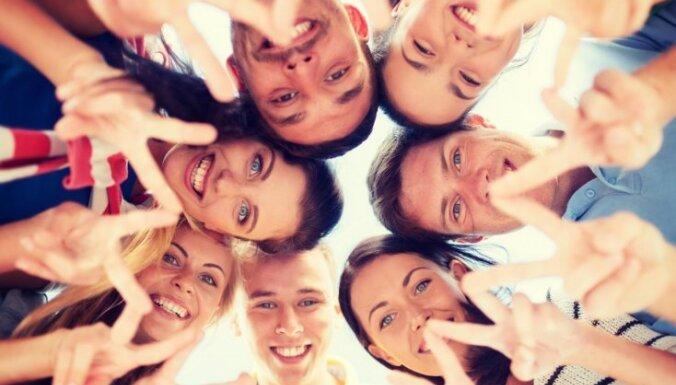 Latvieši ir mazāk atvērti ciešām attiecībām ar citu tautību cilvēkiem, secināts pētījumā