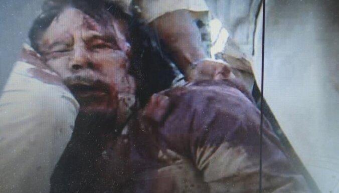 Pēc sagūstīšanas miris bijušais Lībijas līderis Muamars Kadafi, nogalināts arī viņa dēls (23:00)