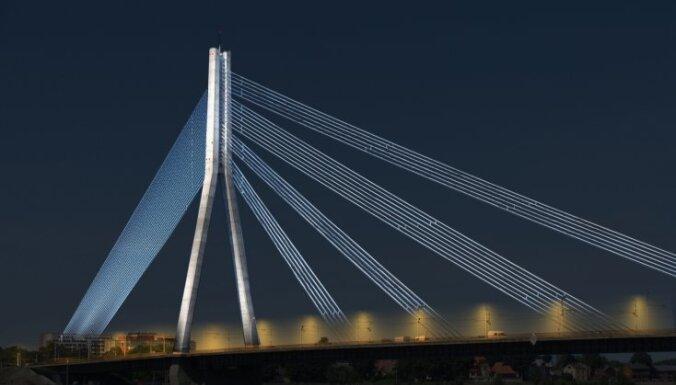 Naktī remontdarbu dēļ ierobežos satiksmi uz Vanšu tilta