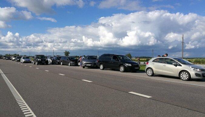 Foto: Lietuvā saskrienas septiņas automašīnas