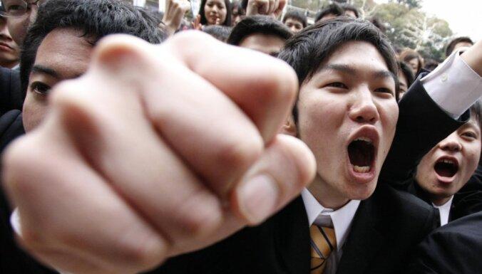 Япония: уволенным за отказ петь гимн учителям выплатят $4,5 млн