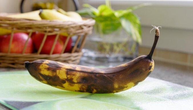 Eksperiments: vai var piepūst balonu ar banānu?