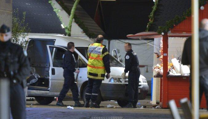 На западе Франции фургон наехал на толпу: 10 раненых