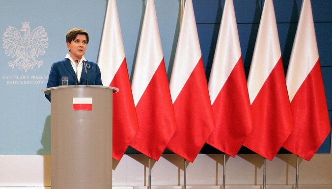 Премьер-министр Польши отказалась выступать на фоне европейского флага
