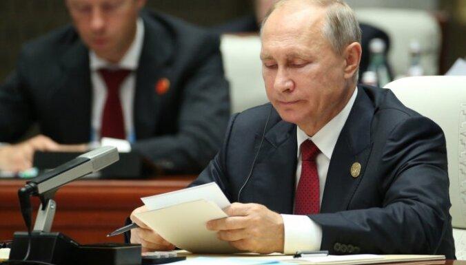 Covid-19: Putins pēc tikšanās ar inficēto ārstu strādās attālināti