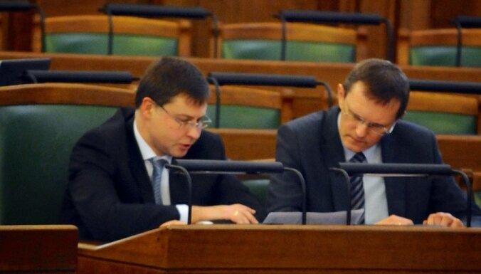 Домбровскис: государственные мужи обгоняют общественное сознание