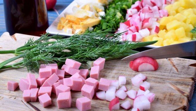 Kā pagatavot okrošku – tradicionālu krievu virtuves auksto zupu ar kvasu