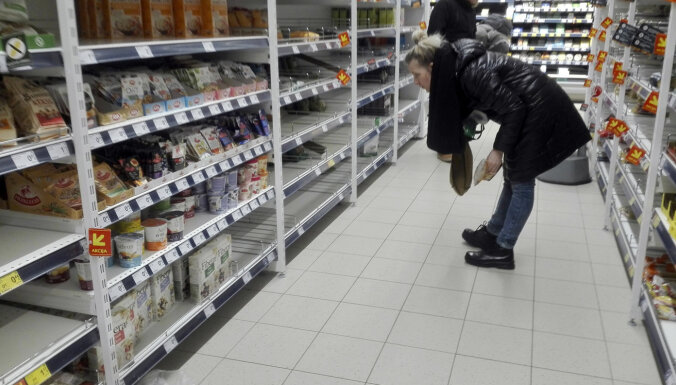 Reģionālie un mazie tirgotāji pieprasa glābt nozares uzņēmumus