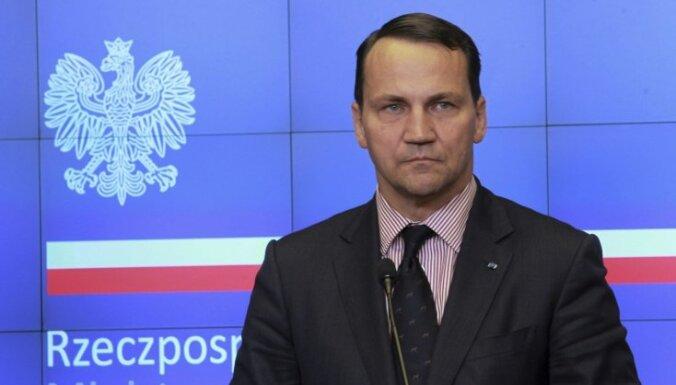 Сикорский опроверг свои слова о предложении Путина разделить Украину