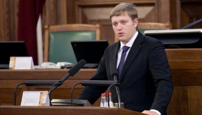 Непотопляемый. Кто, когда и почему требовал отставки мэра Риги Нила Ушакова