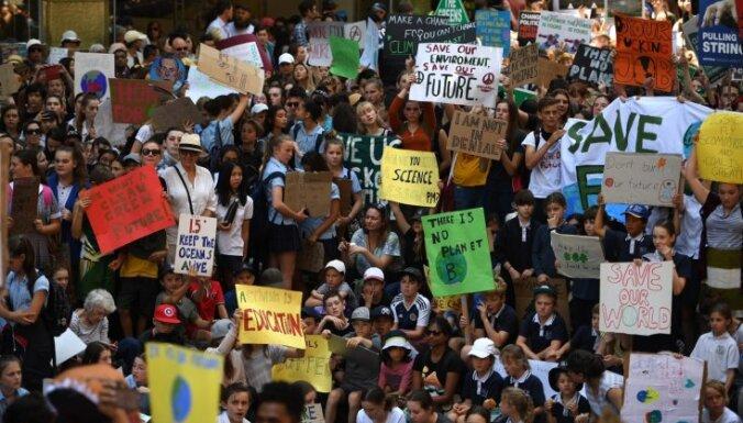 Austrālijā skolēni demonstrācijās pieprasa no valdības rīcību klimata jautājumos