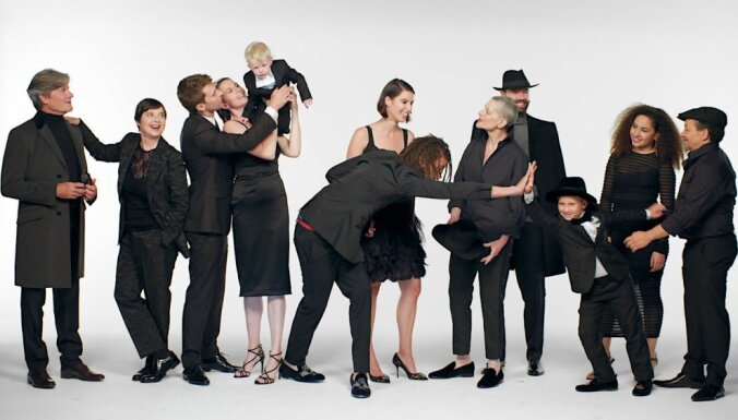 Saruna ar filmas 'Es piedzimu Rosellīni' radošo komandu. Ieraksts