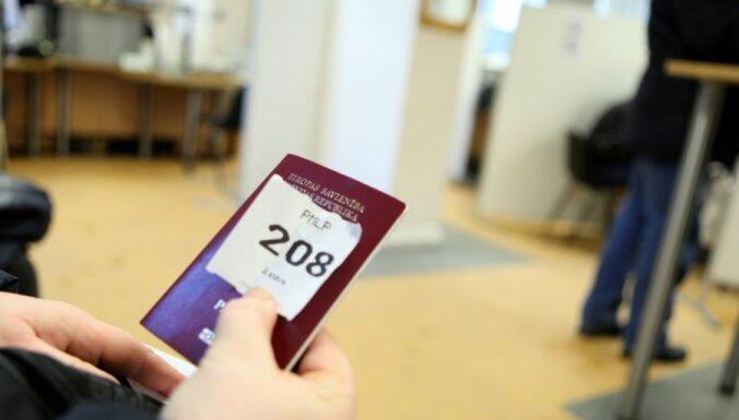 Pilsoņi bez latviskas izcelsmes nevarēs mainīt tautības ierakstu uz 'latvietis'