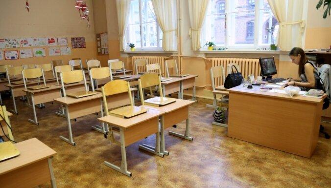 """Учителя в этом году получат """"только то, что закреплено нормативными актами"""""""