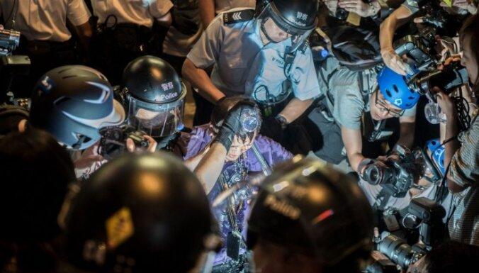 Гонконг бушует: протестующие пошли на штурм правительственного квартала