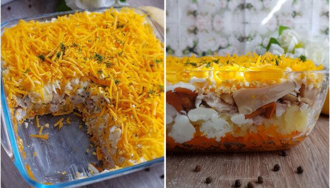 Kārtainie salāti ar sieru, vistu un sēnēm