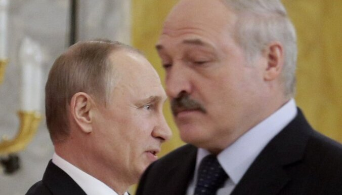Bloomberg узнал о переговорах окружения Лукашенко с Кремлем насчет бегства в Россию
