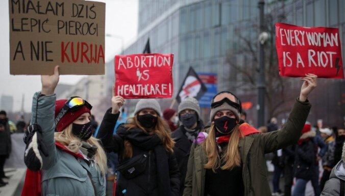 Foto: Varšavā notiek protesti pret Polijas valdību