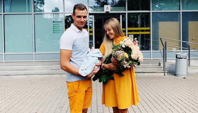 Autosportists Jānis Baumanis kļuvis par tēvu meitiņai