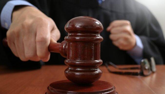 Nakts aizturēšanas skandāls Jūrmalā: Divus policistus lūdz tiesāt par dienesta pilnvaru pārsniegšanu