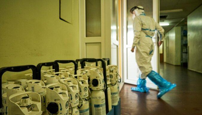 Trešdien Latvijā stacionēti 74 Covid-19 pacienti, bet 65 izrakstīti