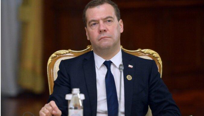 Медведев: российские контрсанкции сильно ударили по странам Балтии