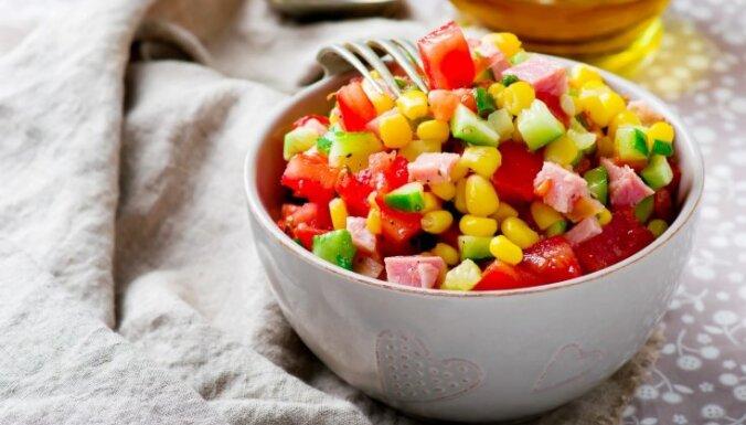Figūrai draudzīgi salāti: kas jāņem vērā, lai nepārvērstu veselīgo maltīti kaloriju bumbā