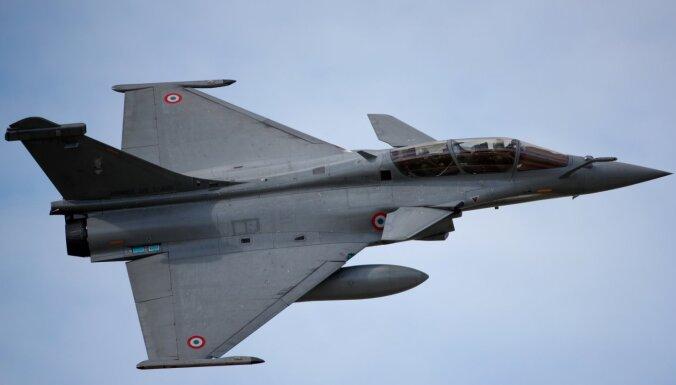 Grieķijas parlaments apstiprinājis Francijā ražoto iznīcinātāju 'Rafale' iegādi