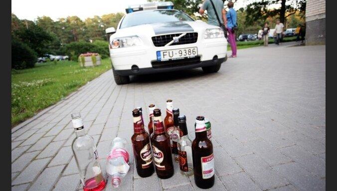 Треть населения Латвии употребляет алкоголь 2-3 раза в месяц