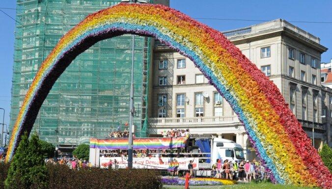 В Варшаве ночью демонтировали символ толерантности к ЛГБТ и лидерства в ЕС