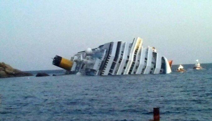 Atsāk bojāgājušo meklēšanu uz 'Costa Concordia' vraka