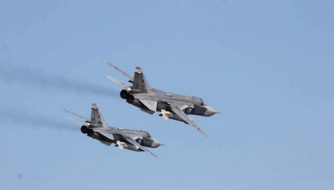 NATO: Krievijas bumbvedēju lidojums pāri ASV kuģim ir provokācija