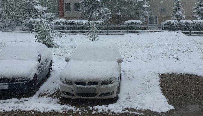 ФОТО. Снегопад в Латвии: в Екабпилсе толщина снежного покрова — 7 сантиметров